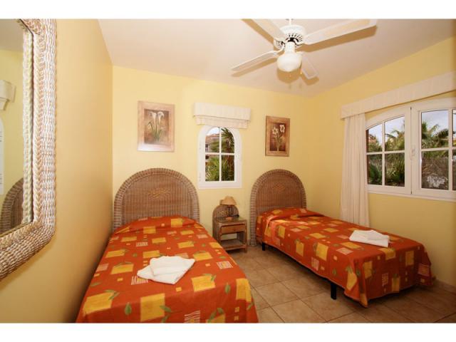Twin bedroom - Villa Gomera, Caleta de Fuste, Fuerteventura